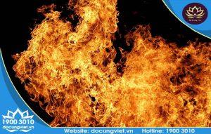Cháy bàn thờ thần tài